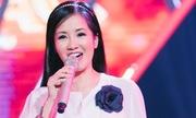 Hồng Nhung hát đệm cho cô bé trổ tài múa