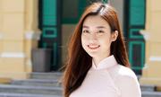 Hoa hậu Đỗ Mỹ Linh về thăm trường cũ
