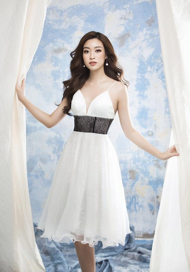 Hoa hậu Mỹ Linh diện loạt váy hoa tôn dáng