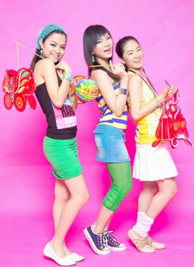 H.A.T là nhóm nhạc nữ được thành lập vào năm 2004 với ba thành viên: Lương Bích Hữu, Phạm Quỳnh Anh và Thu Thủy. Ba chữ cái đầu của ba nữ ca sĩ đã làm nên cái tên H.A.T. Nhóm được dìu dắt bởi ông bầu Quang Huy nên vừa ra mắt đã gây bão với hàng loạt hit: Sắc màu tình yêu, Yêu làm chi, Taxi,...