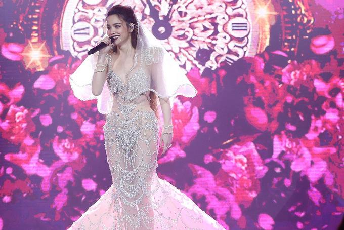 Hà Hồ mặc váy cưới, hát về hạnh phúc mới