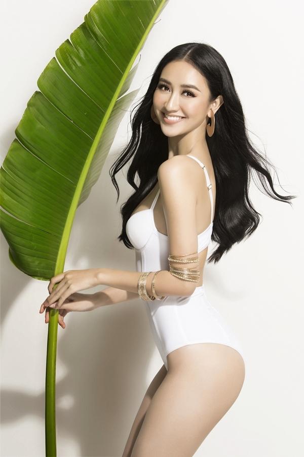Á hậu Hà Thu mặc bikini khoe eo 60 cm