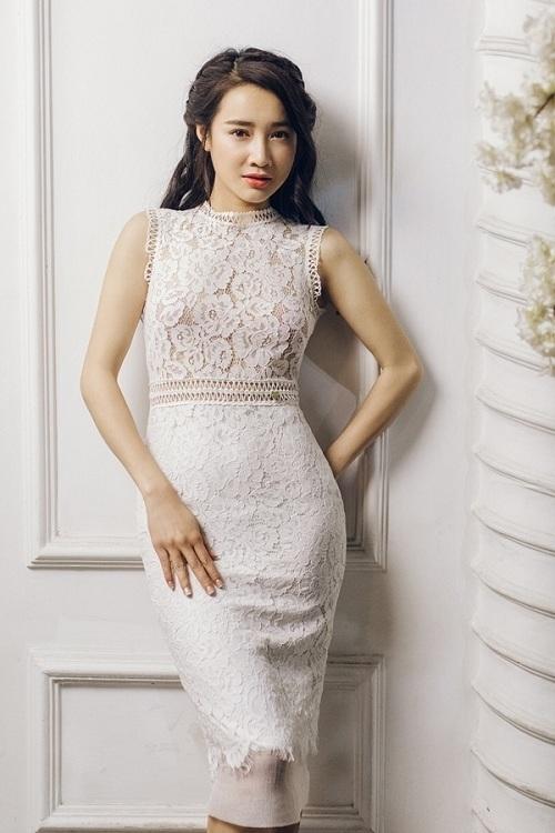 <p> Nhã Phương sinh năm 1990 ở Đắk Lắk, diễn xuất từ năm 19 tuổi. Ban đầu, nữ diễn viên chủ yếu đóng phim truyền hình, nhưng về sau góp mặt trong nhiều phim điện ảnh ăn khách. Cô thường thể hiện mẫu nhân vật nữ tính, dịu dàng trên màn ảnh.</p>