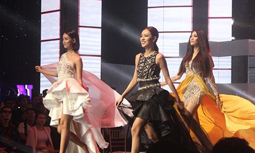 Các thí sinh trong phần thi cuối.