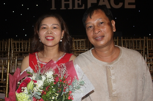 Bố mẹ Tú Hảo ủng hộ con theo nghiệp người mẫu.