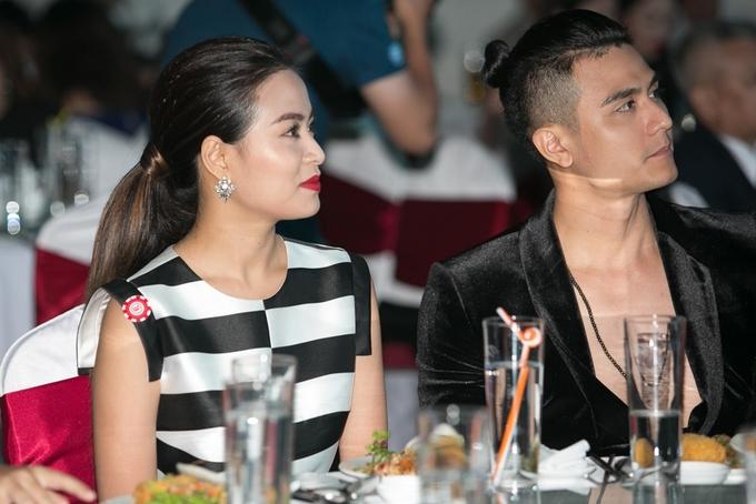Hoàng Thùy Linh sóng đôi bạn trai Vĩnh Thụy dự tiệc