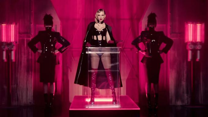 Trang phục đắt đỏ của 'nữ hoàng rắn' Taylor Swift