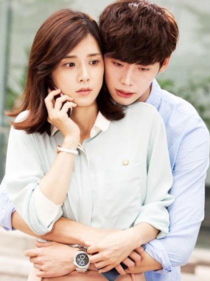 xu-huong-my-nhan-va-dan-em-thua-chuc-tuoi-yeu-nhau-trong-phim-han-2