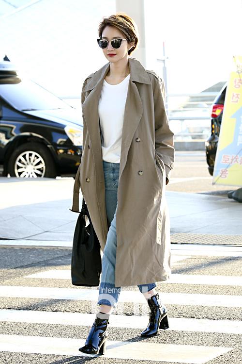 Thời trang sân bay của 'Mỹ nhân tóc ngắn quyến rũ nhất Hàn Quốc'