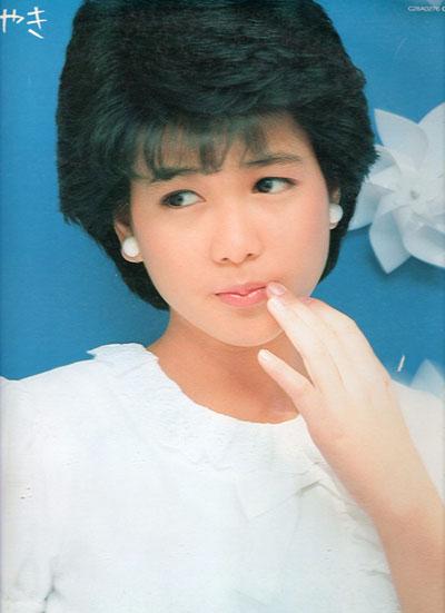 Nhan sắc Chiemi Hori thời trẻ. Cô đóng phim từ năm 1982, lưu dấu ấn với The Sound of Waves, Uchi no Ko ni Kagitte..., Flunk Punk Rumble...