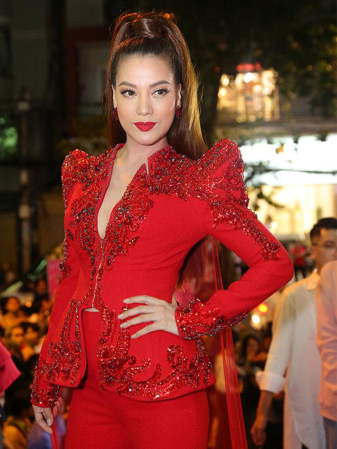 Dàn mỹ nhân Việt chưng diện dự chung kết Next Top Model 2017