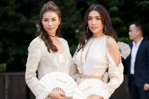 Hoa hậu Phạm Hương (trái) và á hậu Lệ Hằng,