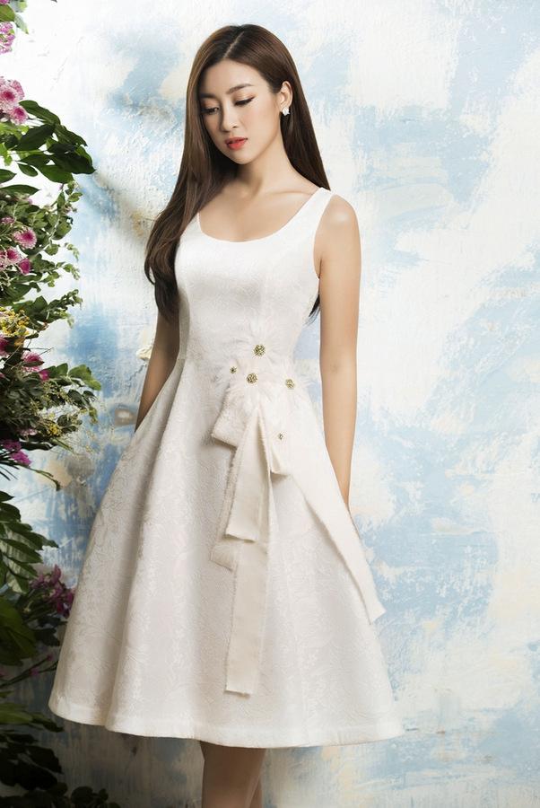 Hoa hậu Mỹ Linh diện váy họa tiết hoa cúc