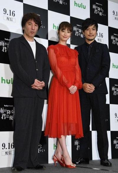 Từ trái sang: Nhà biên kịch Shinji Nojima, Nozomi Sasaki và tài tử Tamayama Tetsuji.