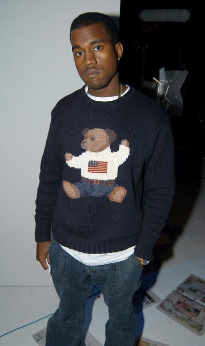 Kanye West mặc áo vintage của Ralph Lauren.