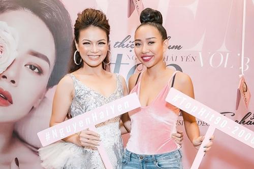 Hải Yến (trái) bên bạn thân Thảo Trang - thí sinh Vietnam Idol 2007.