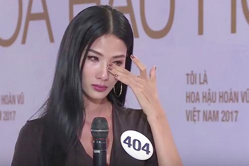 Khoảnh khắc không kiềm chế được cảm xúc của huấn luyện viên The Face 2017 trong vai trò thí sinh hoa hậu.