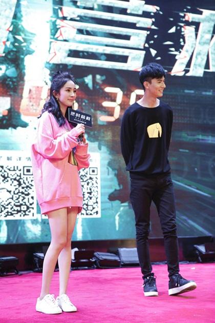loat-sao-dinh-dam-the-gioi-xuong-pho-voi-sneaker-6