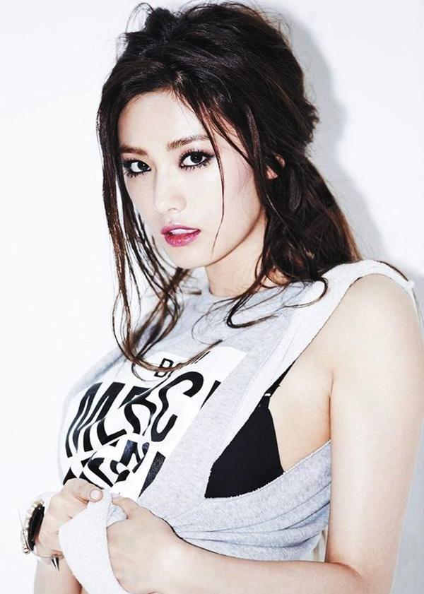 <p> Nana từng tâm sự không muốn bị so sánh nhan sắc với những mỹ nhân đình đám như Song Hye Kyo hay Kim Tae Hee... vì cô thần tượng họ và thấy mình thấp kém, không thể với tới đàn chị.</p>