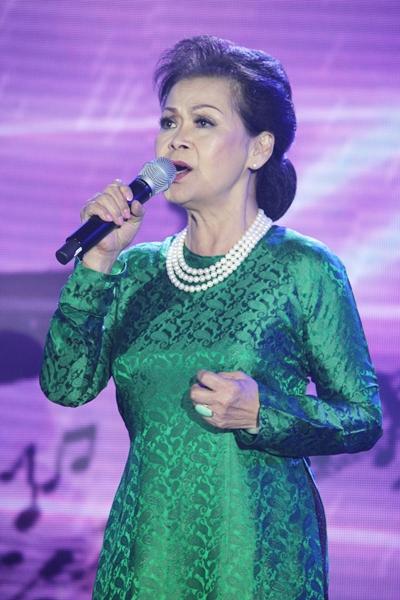 Danh ca hát như trút hết gan ruột khi thể hiện nhạc Trịnh.