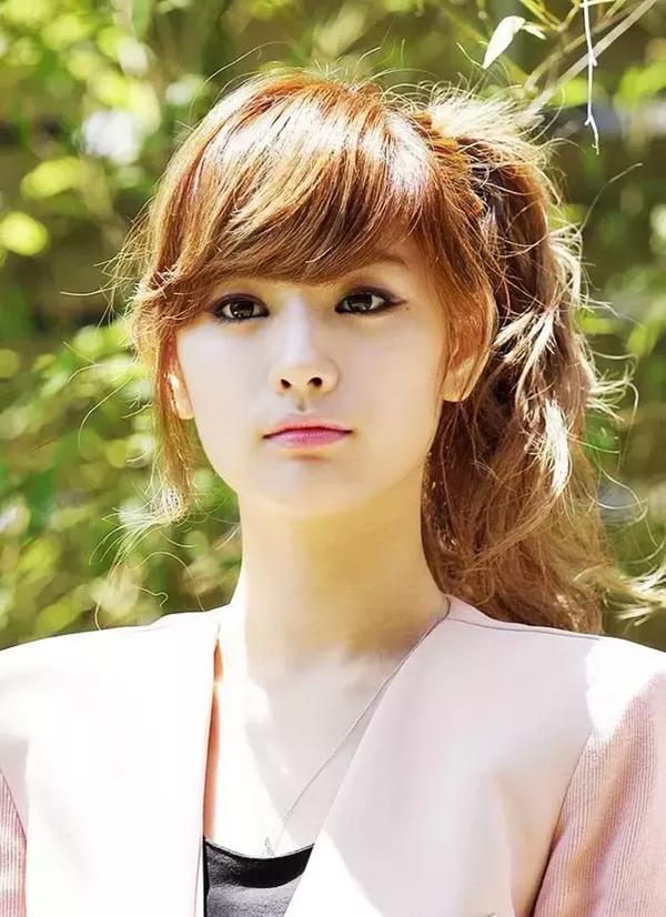 <p> Nana tên thật là Im Jin Ah, sinh năm 1991. Ngoài vai trò ca sĩ thần tượng của nhóm After School, cô còn lấn sân điện ảnh và người mẫu.</p> <p> </p>