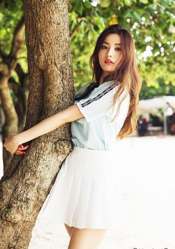 """<p> Tài khoản Lee Ki Chang chia sẻ trên <em>Daum</em>:<strong></strong><span style=""""color:rgb(0,0,0);"""">""""Hàn Quốc còn rất nhiều người nhan sắc hơn hẳn Nana. Chuẩn đẹp trong mắt người Hàn và thế giới thật quá khác biệt"""". </span></p> <p> <span style=""""color:rgb(0,0,0);"""">""""Với tôi, nếu nói đến đẹp trên thế giới phải là Irene Esser, Kate Upton, diễn viên Lyndsy Fonseca, ca sĩ Taylor Swift... Còn đẹp ở Hàn Quốc tôi chỉ đồng ý Song Hye Kyo, Kim Tae Hee, Jeon Ji Hyun hay Lee Young Ae... chứ không thể nào là Nana được"""", thành viên Lee Song Soon viết.</span></p>"""