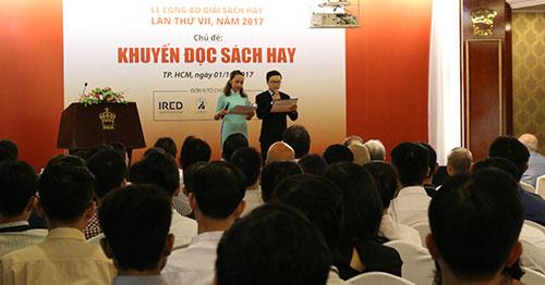 Lễ trao giải Sách Hay 2017 thu hút nhiều độc giả, giới trí thức.