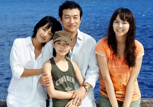 Vào vai Se Young trong Tình si, Jin Sil như được sống lại một lần nữa cuộc sống hôn nhân của mình để hóa thân hoàn toàn vào nhân vật. Một người con dâu hiếu thảo, một người vợ đảm đang, một người mẹ hiền dịu và luôn khao khát một gia đình hoàn hảo để bù đắp tuổi thơ bất hạnh, nhưng tất cả cố gắng, nỗ lực đều vô nghĩa khi hạnh phúc đó chỉ là chiếc mặt nạ che đậy bao dối trá, đắng cay.