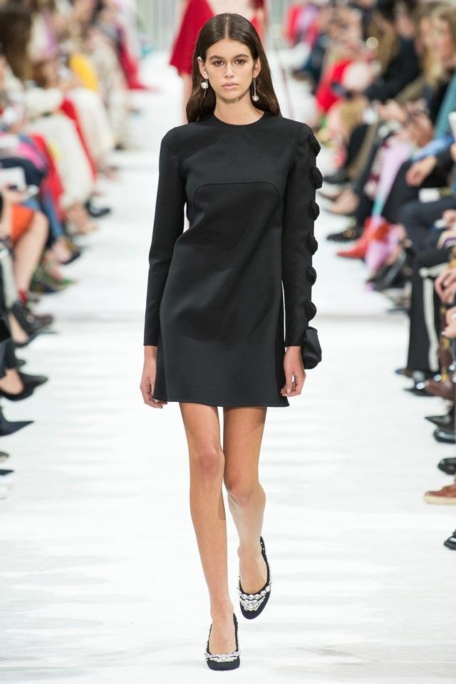 Valentino lăng xê váy áo của thập niên 1980