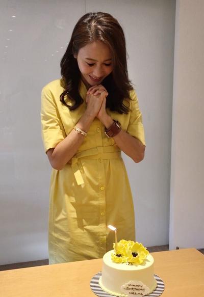 Lê Tư chia sẻ trên trang cá nhân ảnh được nhân viên công ty cô chúc mừng sinh nhật hôm 1/10.