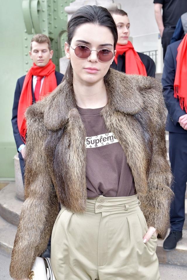 Sao thế giới đuổi theo cơn sốt thời trang Supreme