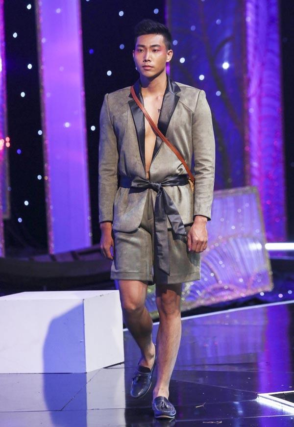 Trương Thị May làm vedette với váy lãnh Mỹ A