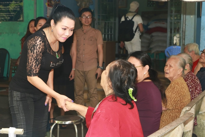 Ngọc Huyền hội ngộ các nghệ sĩ cải lương gạo cội