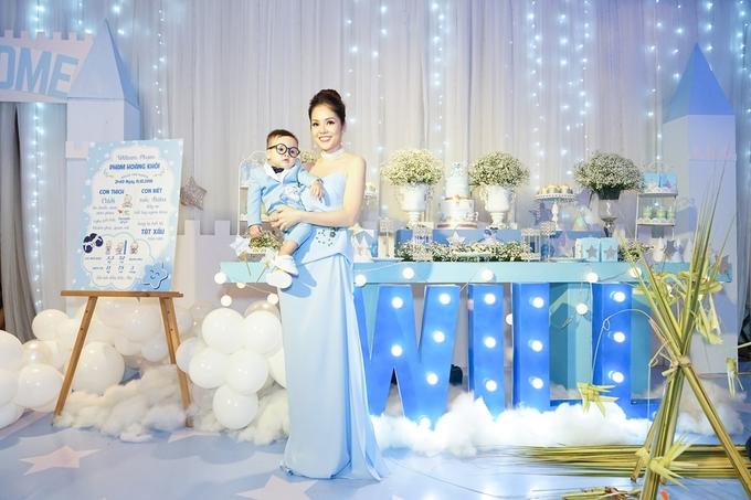 Dương Cẩm Lynh mở tiệc mừng con trai một tuổi