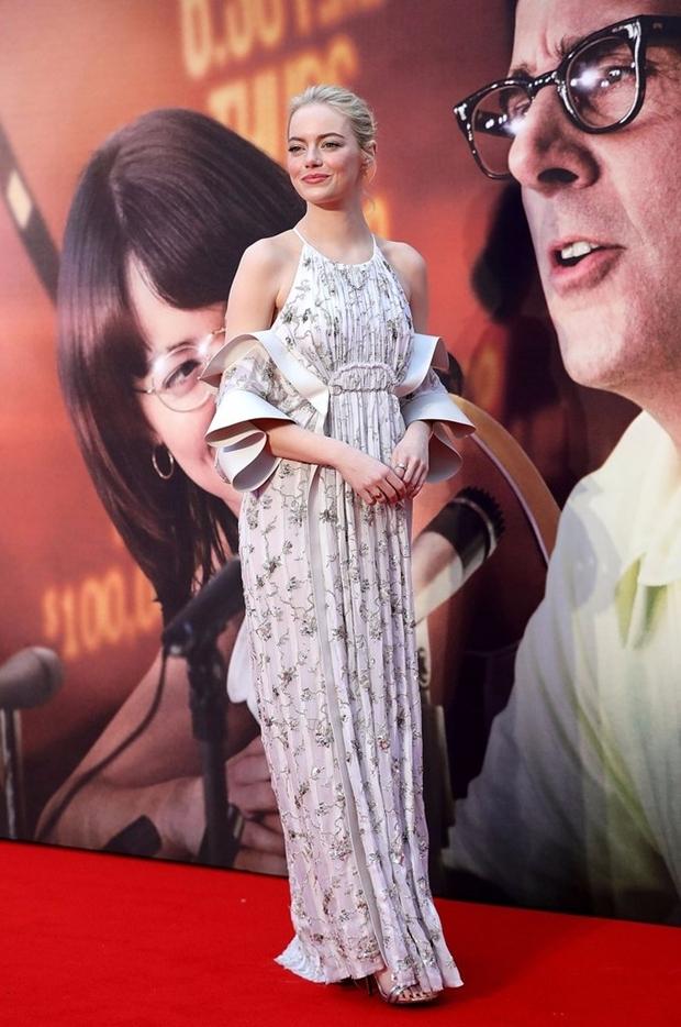 'Bom sex' Margot Robbie đẹp nhất tuần với đầm cánh bướm