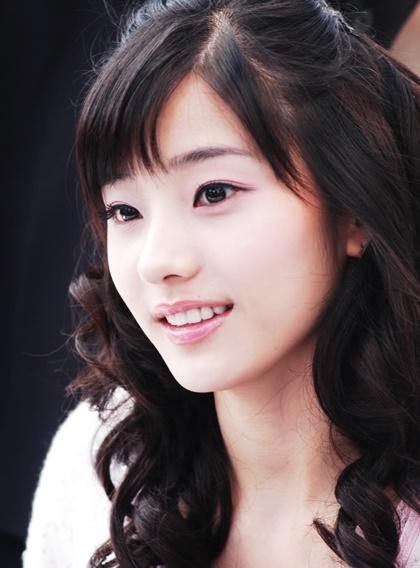 nhan-sac-tuoi-doi-muoi-cua-bup-be-xu-han-han-chae-young-6