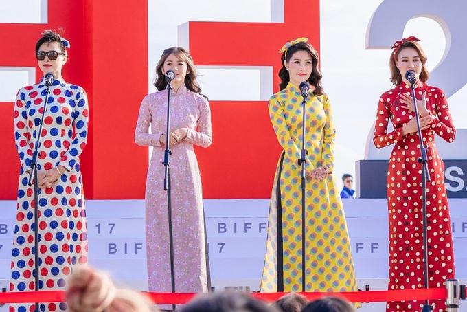 Ngô Thanh Vân, Lan Ngọc diện áo dài ra mắt phim ở Hàn Quốc
