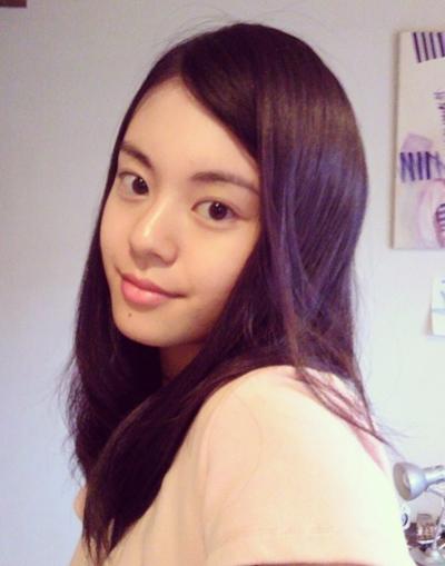 Diễn viên Suzuki Saaya qua đời năm 2013, khi mới 18 tuổi. Cô bị bạn trai cũ cắt cổ, sau đó tung ảnh nhạy cảm lên mạng xã hội. Theo Ettoday, Suzuki Saaya thường bị bạn trai cũ theo dõi sau khi chia tay. Trước khi vụ việc xảy ra, cô từng báo cảnh sát mình bị theo dõi, đe dọa.