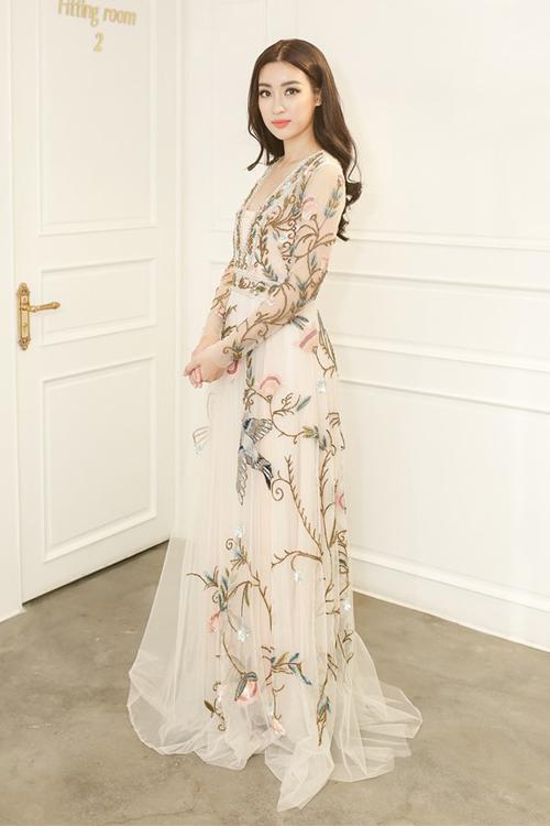 Hoa hậu Đỗ Mỹ Linh thử trang phục cho Miss World