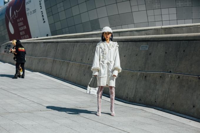 Phí Phương Anh xuất hiện trên Vogue với áo hoa của Công Trí