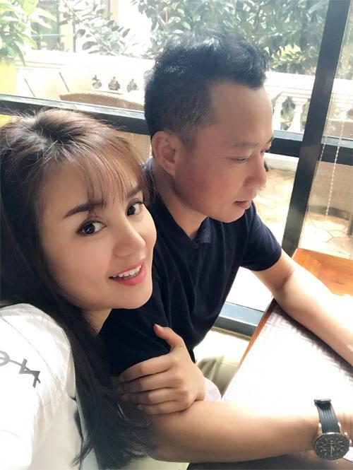 Vy Oanh khoe chồng đại gia hơn 15 tuổi