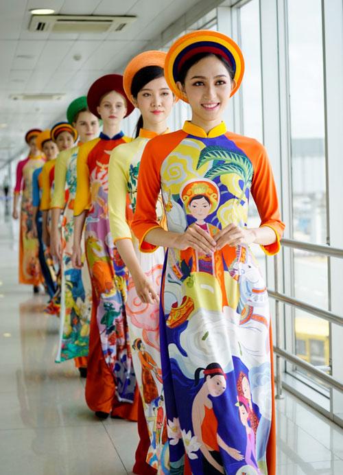 vo-hoang-yen-lan-dau-catwalk-tren-may-bay-9