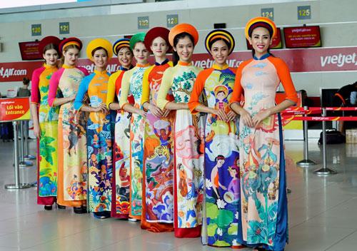 vo-hoang-yen-lan-dau-catwalk-tren-may-bay-7