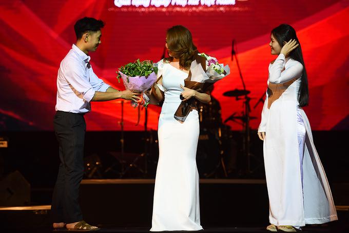 Hồng Nhung: 'Tôi từng định cưa cẩm chồng Mỹ Linh'
