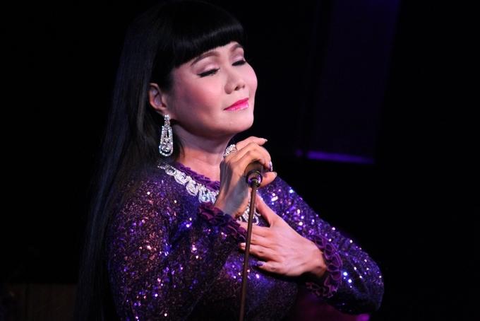 Ngọc Huyền khóc khi hát lại ở Sài Gòn sau 15 năm