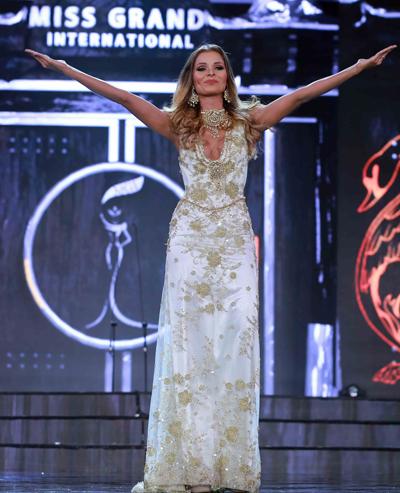 Hoa hậu Costa Rica ngã trên sân khấu bán kết ở Phú Quốc