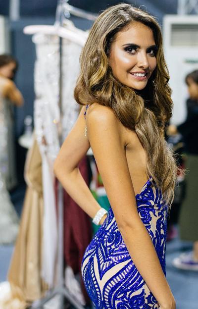 Hoa hậu Ecuador hoàn tất phần chuẩn bị, thoải mái tạo dáng trước ống kính.