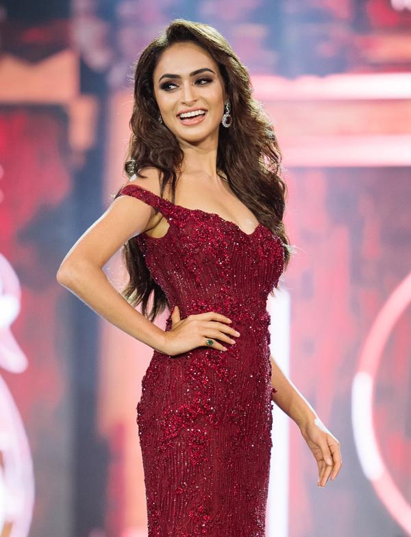 <p> Hoa hậu Ấn Độ - Anukriti Gussain - cũng là một trong những ứng viên nặng ký cho ngôi cao nhất. Cô gái 22 tuổi cao 1,71 m, có số đo ba vòng 86-59-89 cm.</p>