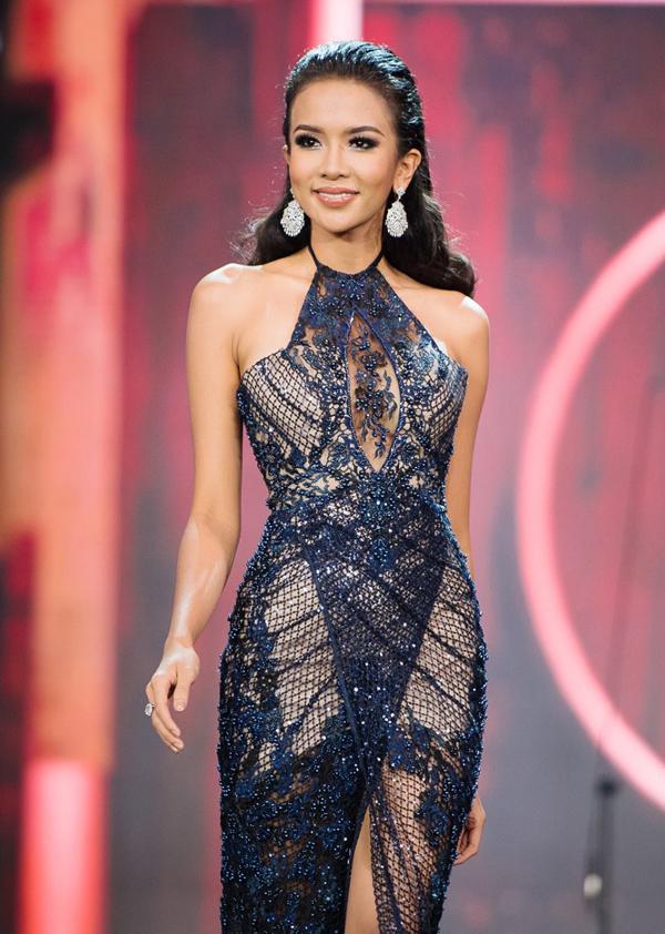 <p> Dea Goesti Rizkita, người đẹp Indonesia, được dự đoán vào Top 10 và có khả năng kế nhiệm người đồng hương - Miss Grand International 2016 Ariska Putri Pertiwi. Cô năm nay 24 tuổi, nặng 52 kg và cao 1,72 m, số đo ba vòng 91-63-91 cm.</p>