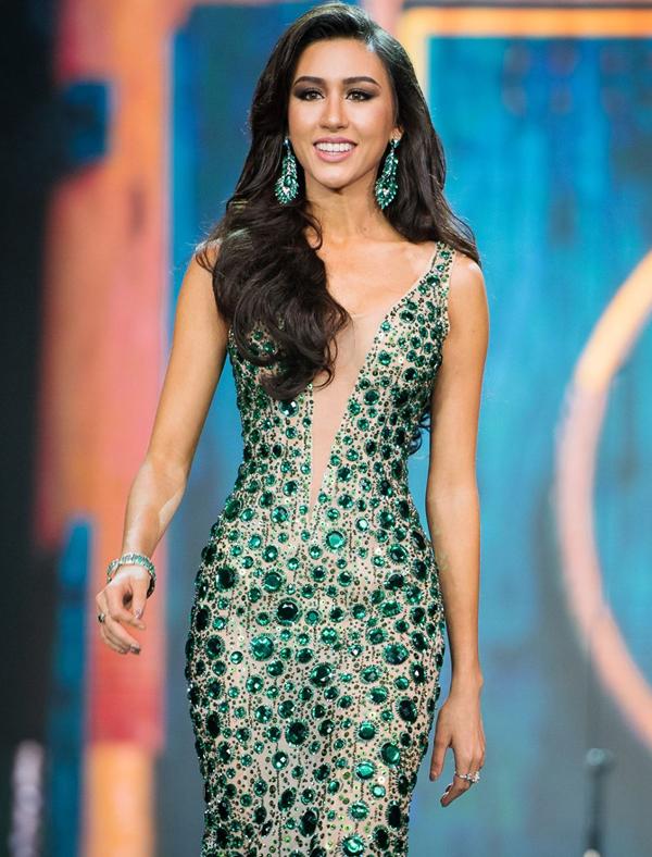 <p> Pam Premika Pamela - Hoa hậu Hòa bình Thái Lan - năm nay 24 tuổi. Cô cao 1,75 m, số đo ba vòng 86-58-91 cm. Cô nói tiếng Anh lưu loát, luôn thân thiện.</p>